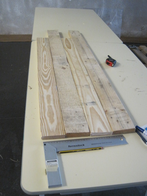 2 cm thick palet pine boards were sourced and dismounted before being transformed into a beehive.